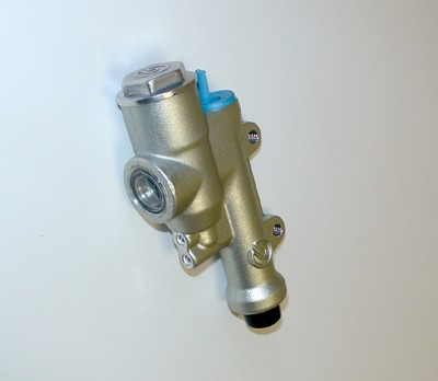 BREMBO REAR MASTER CYLINDER WITH INTEGRAL RESERVOIR 40mm LUGS 13mm BORE image